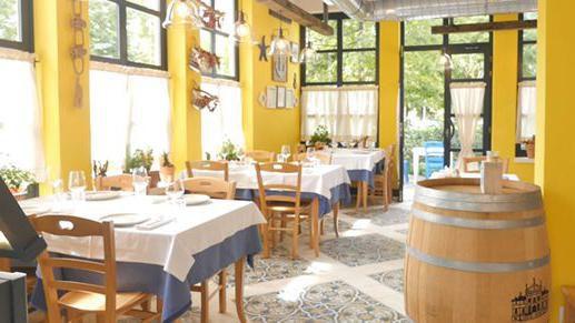 Restorant i ri, elegant, me larmi prodhimesh të freskëta dhe staf fantastik